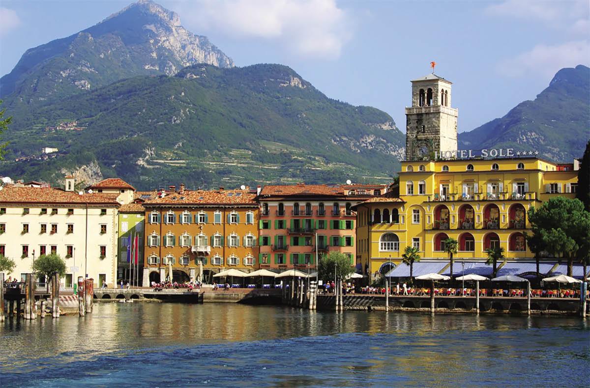Il battello sul Lago di Garda e la cascata del Varone